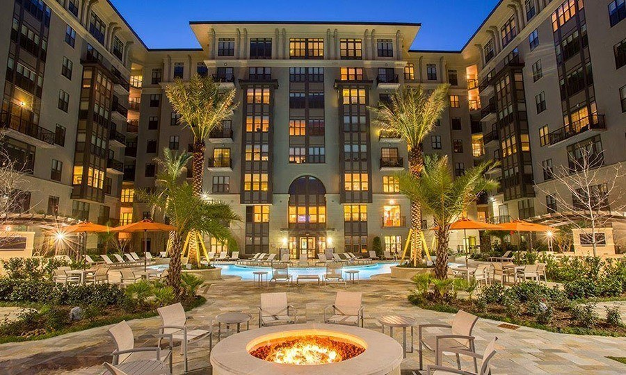 Galleria Apartments | 1900 Yorktown Luxury apartments - Resort Style Swimming Pool