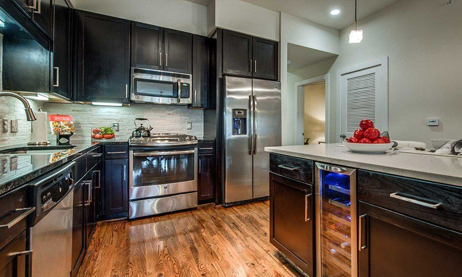 1900 Yorktown Galleria Apartments - Kitchen Features