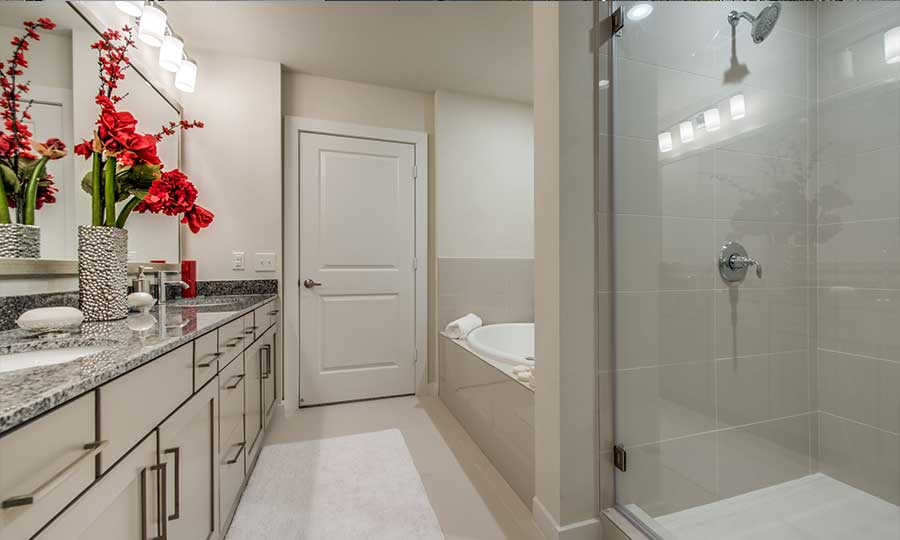 1900 Yorktown Galleria Apartments - Bathroom Features
