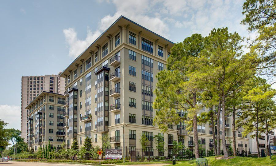 Galleria Apartments | 1900 Yorktown Houston Galleria Apartments - Pool Area