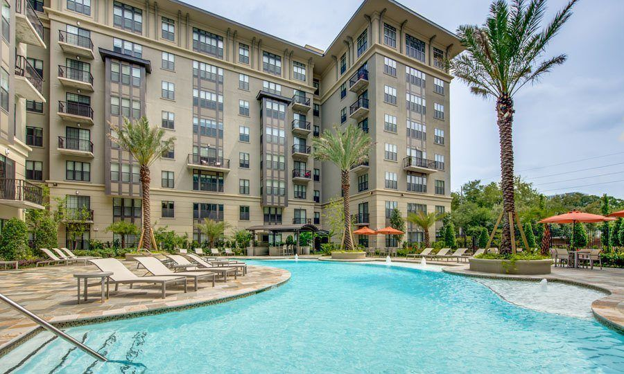 Galleria Apartments | 1900 Yorktown Houston Galleria Apartments - Pool Side View
