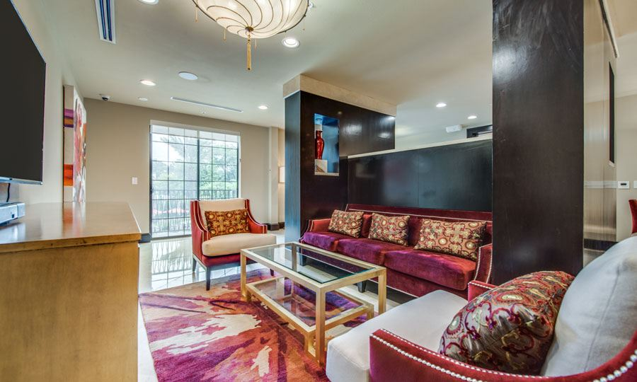 Galleria Apartments | 1900 Yorktown Houston Galleria Apartments - Resident Lounge 1