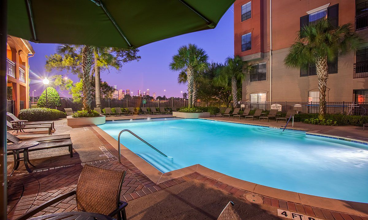 Galleria Apartments | 1900 Yorktown Luxury Apartments | Pool