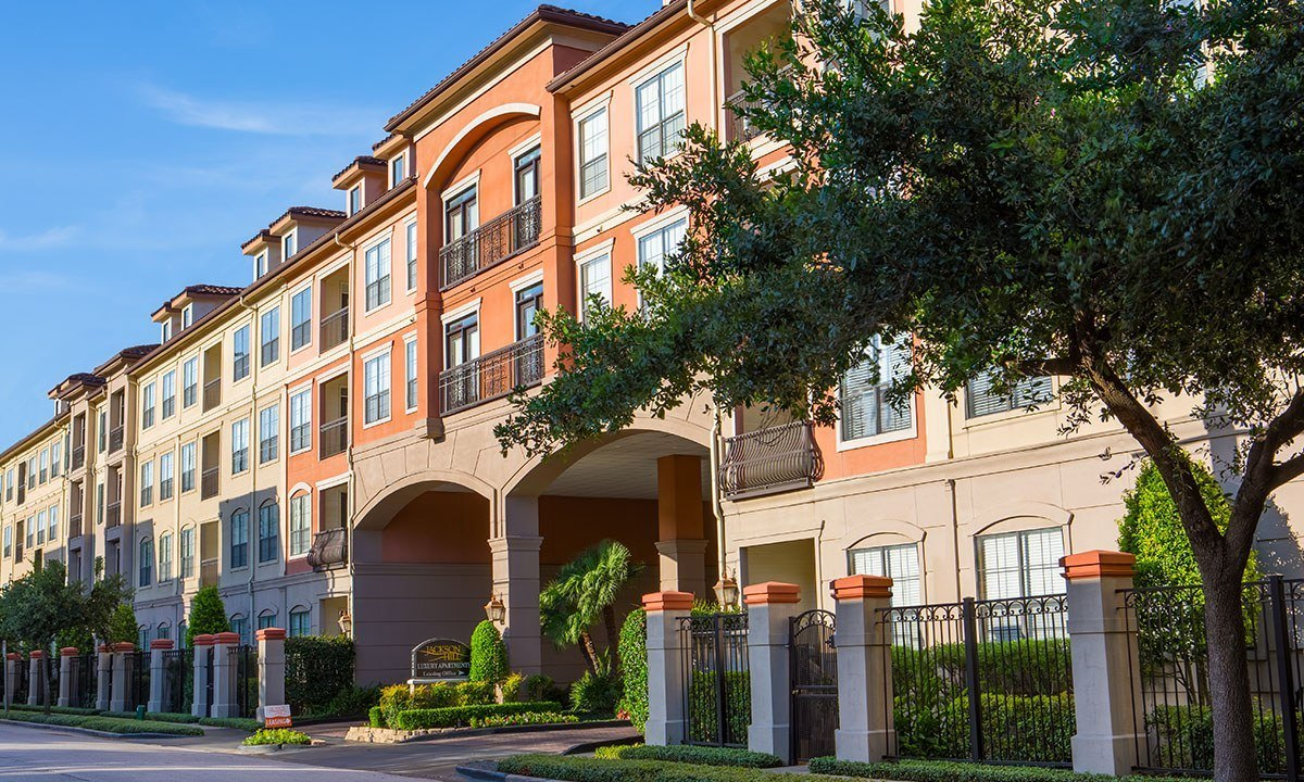 Uptown Apartments Houston | 1900 Yorktown | Slider 3